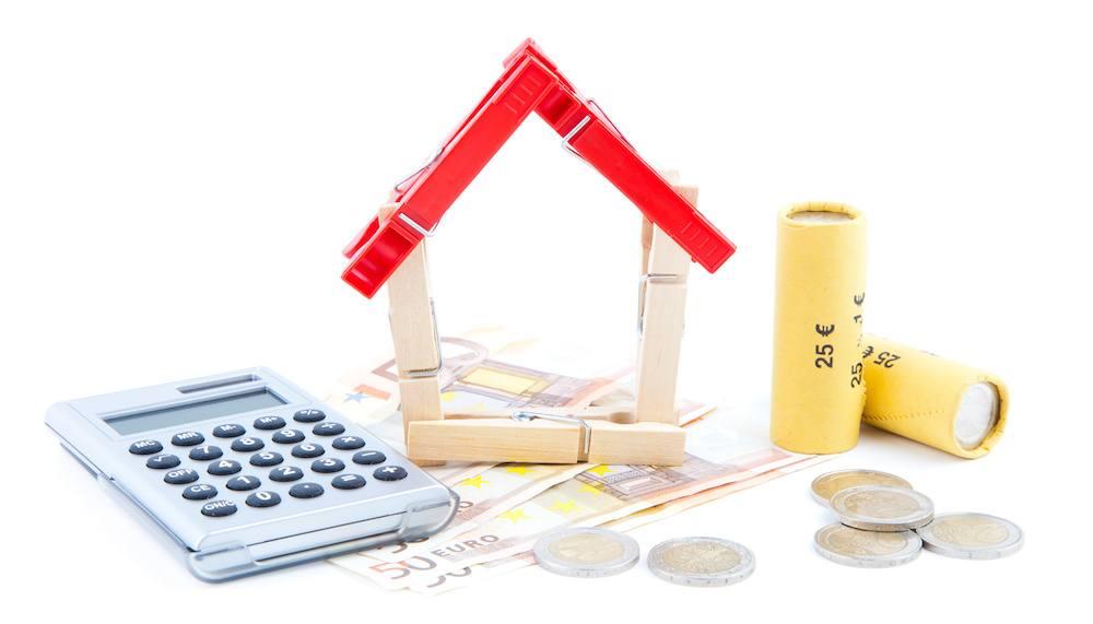 Maison, calculatrice et argent