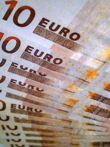 Billets de 10 euros en référence au montant minimum des acomptes mensuels