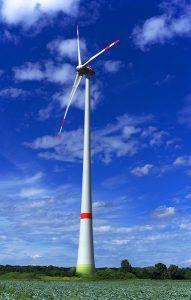 L'énergie éolienne, comme le solaire, fait partie des sources d'énergie durable.